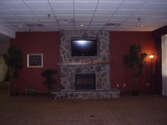 Holiday Lodge Hotel & Conference Center: Lobby
