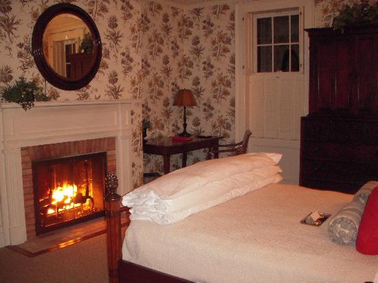 The Aurora Inn: Room 2