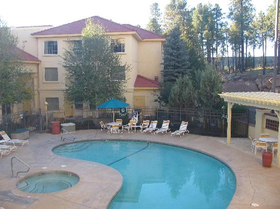 La Quinta Inn & Suites Flagstaff: Pool area