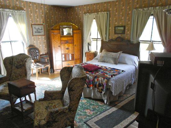 Hibbard House: Bed Room