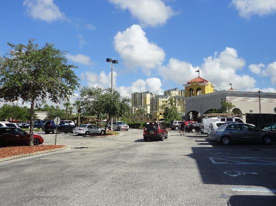 Lake Buena Vista Factory Stores: Otro sector del parking