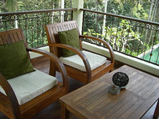 Suara Air Luxury Villa Ubud: The outside livingroom