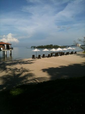 โรงแรมเอวิลเลียน: beach view