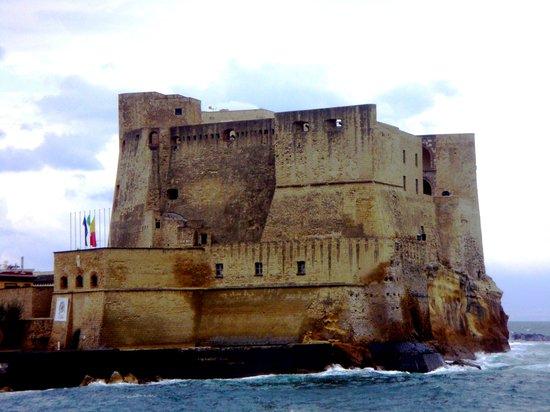 Castel dell'Ovo : Il Castello visto da Via Partenope