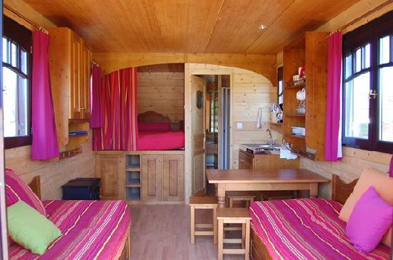 Roulotte - vue d\'intérieur (gypsy caravan - inside view) - Picture ...