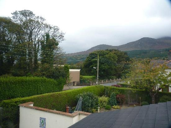 Fairy Glen Bed & Breakfast: View from room over the Mournes
