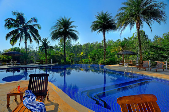 Orange County, Coorg: Pool by Granary - the restaurant