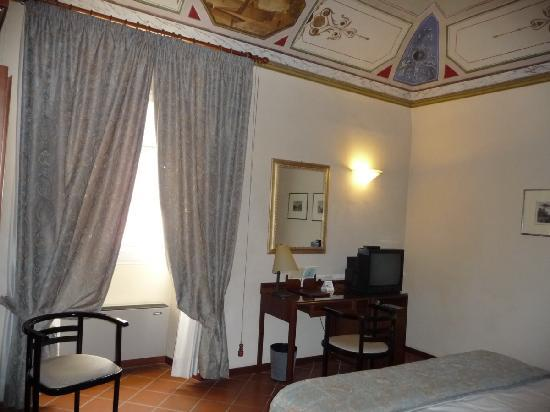 Palazzo Bocci: Small and separated bedroom with a very small and miserable TV.
