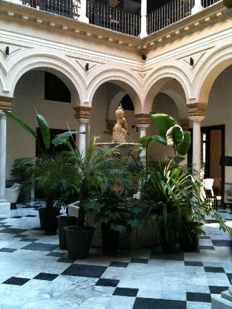Hotel Palacio de Villapanes: main atrium