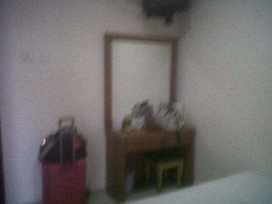 Asphodel Inn Singapore : vanity mirror