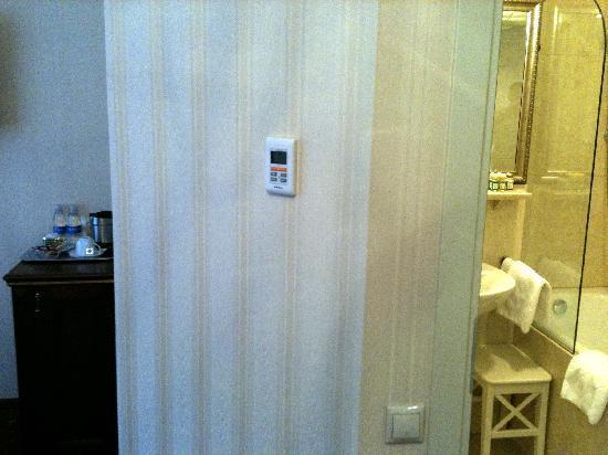 Tradition Hotel: remote control, room 107