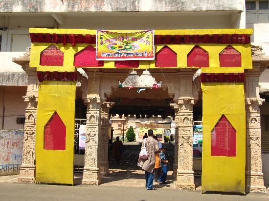 Katraj Jain Temple: Entrance of temple