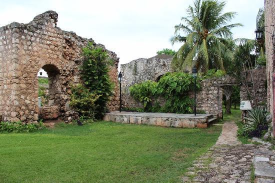 Foto de convento de san bernardino de siena valladolid for Jardin del convento