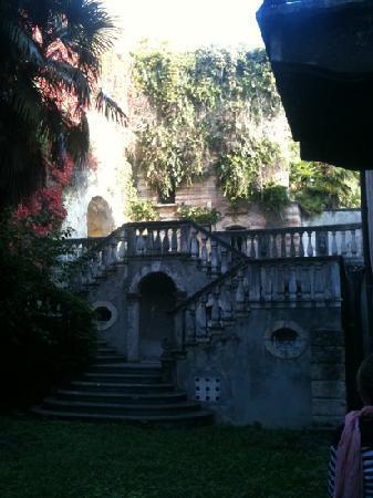 Ostello della gioventu Villa Francescatti: part of the garden