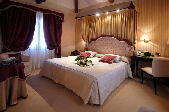 Hotel a La Commedia: Deluxe room