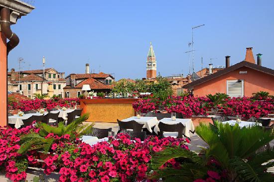 Hotel a La Commedia: Bar roof terrace