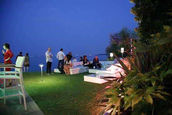 Tancredi Restaurant: In the garden, at night