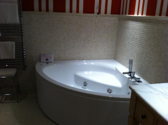 Park Hotel Villa Belvedere: Whirlpool