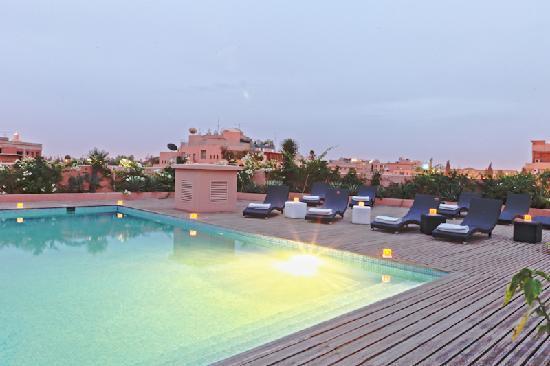 Mooi Hotel : piscine le soir