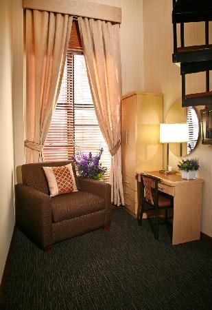 Cosmopolitan Hotel - Tribeca: Loft Living Room