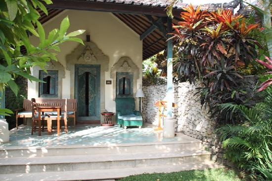 Sari Sanur Resort: bungalows  et petit jardin privatif