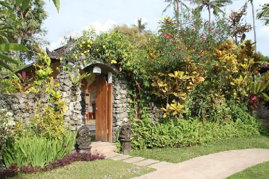 Sari Sanur Resort: bungalow caché dans la verdure