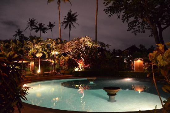 Sari Sanur Resort: piscine ronde yin yang