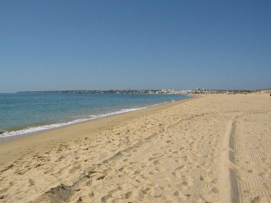 Solaqua Apartments: Salgados beach at lunchtime - GO THERE!