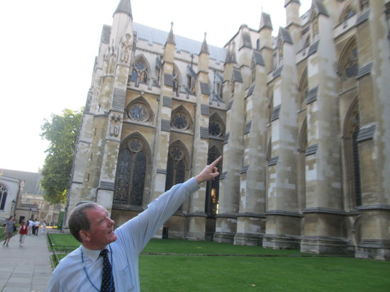 Bryan Gorin's Blue Badge Tours : Bryan explaining some architecture of Westminster Abbey