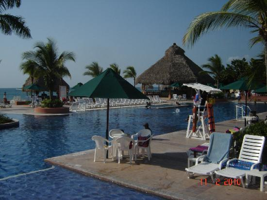 Royal Decameron Beach Resort, Golf & Casino: Piscinas