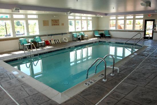 TownePlace Suites Bethlehem Easton: Indoor Pool & Spa