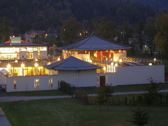 Leoben, Austria: Spa vom Zimmer aus bei Dämmerung