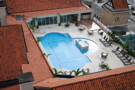 Central Park Hotel: Swimming pool - didn't have the chance to go for a swim but looks nice