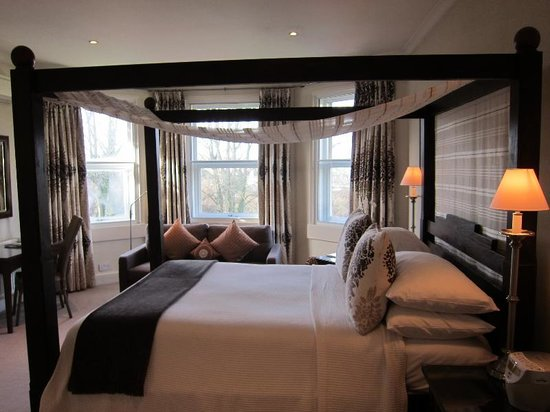 One Three Nine Bath: Luxurious Four Poster rooms