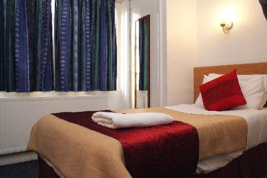 Whiteleaf Hotel: hotel single room