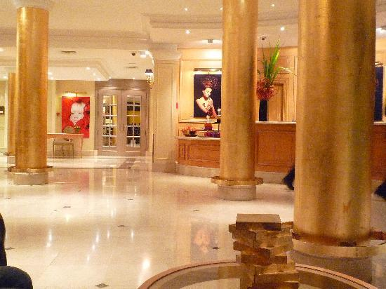 โซฟิเทล ปารีส อาร์ค เดอ ทริออมฟ์: Hall d'accueil