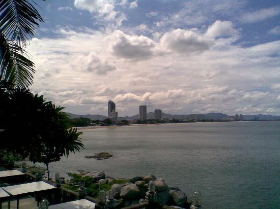 Lamer Seafood Restaurant: View Hua Hin Bay from LaMer Restaurant