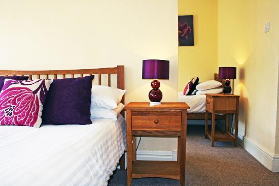 Claremont House Guest House: Family, twin or double ensuite room.