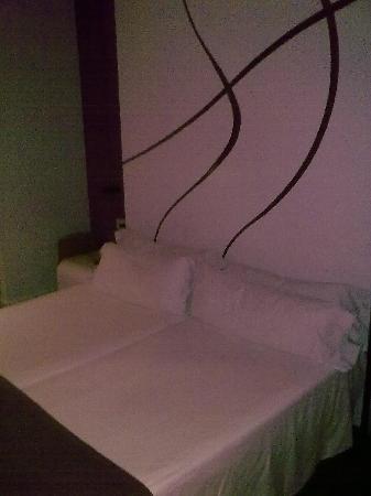 โรงแรมรูมเมท เอ็มมา: camera 701