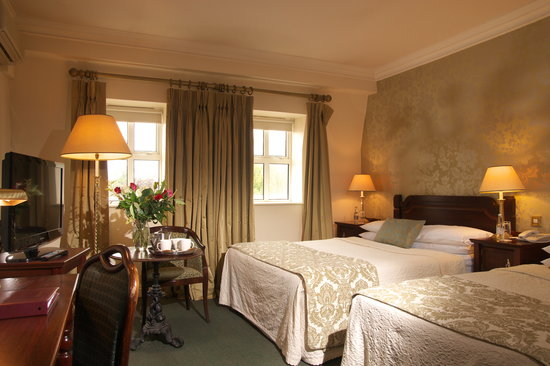 Castle Hotel and Leisure Centre: Superior Bedroom