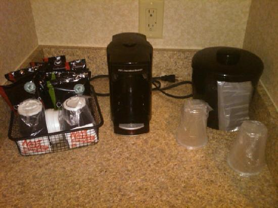 Holiday Inn Poplar Bluff: In room coffee