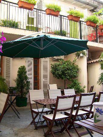 Hotel Commodore: patio