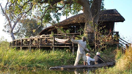Delta Camp: l'area comune e il mokoro