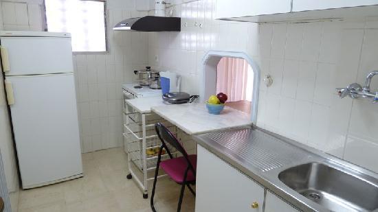 Zina Hotel Apartments: kithcen