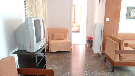 Zina Hotel Apartments: livingroom