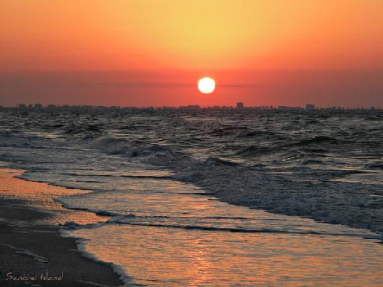 Sandpiper Beach, sunrise over Fort Myers