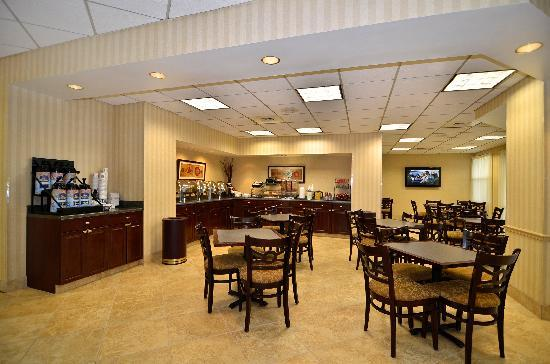 BEST WESTERN PLUS Airport Hotel / Arundel Mills: Complimentary Hot Breakfast Served Daily