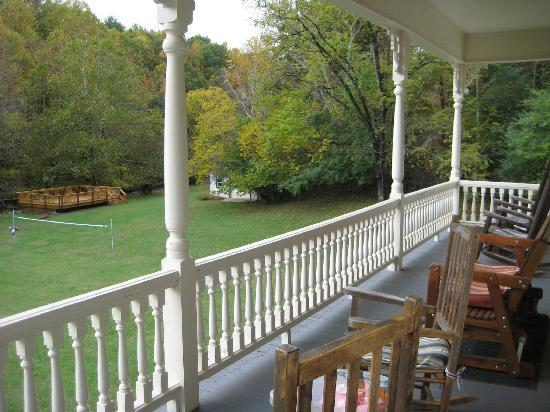 Mountain Rose Inn: View from the Deck