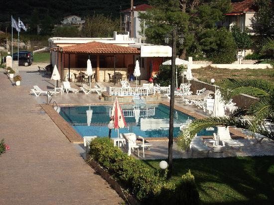 Plessas Palace Hotel: view of pool area