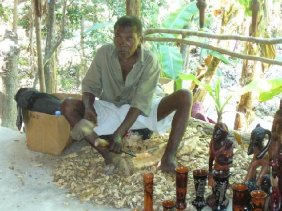 A Paradise Cove Escape and Haitian Village Experience: tour cultural